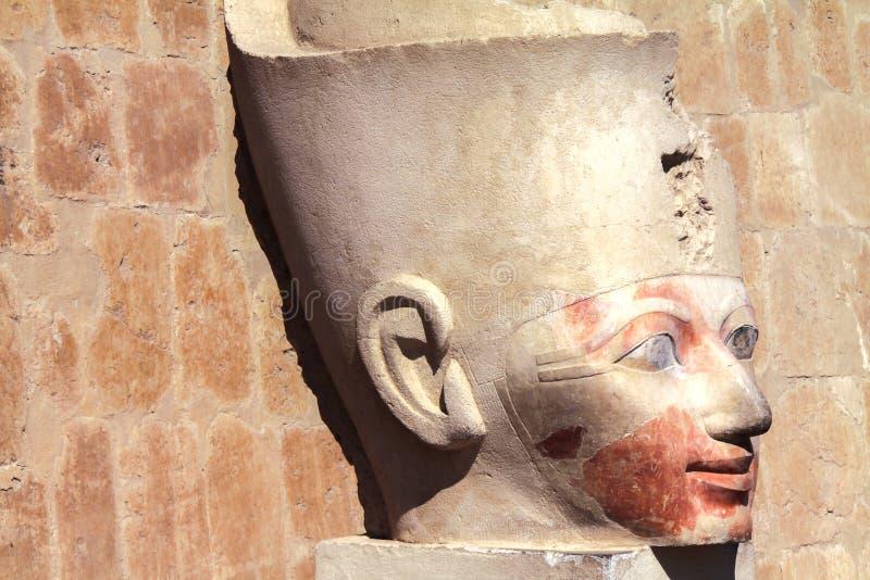 Estátua da cabeça da rainha Hatshepsut no vale dos reis Egito imagem de stock royalty free