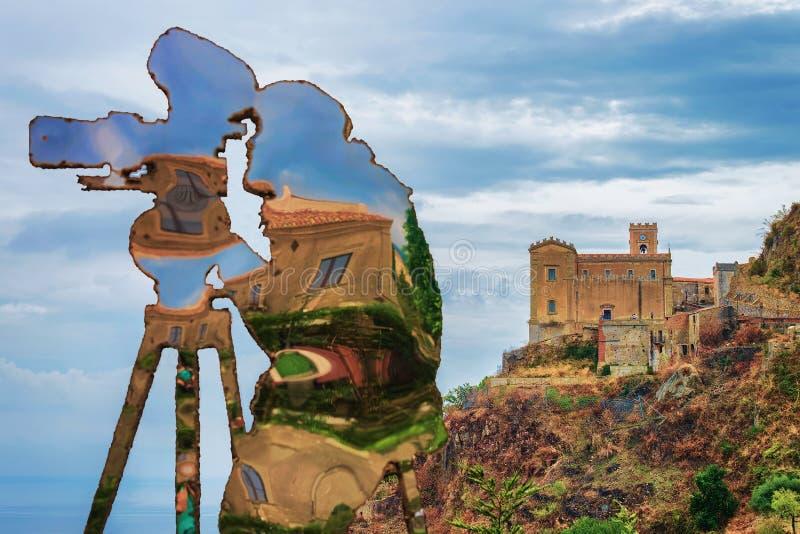 Estátua da cineasta na vila de Savoca foto de stock