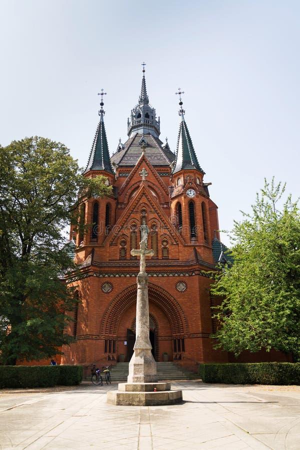 Estátua da crucificação de Jesus Christ, visitação do Virgin Mary Church, Breclav foto de stock