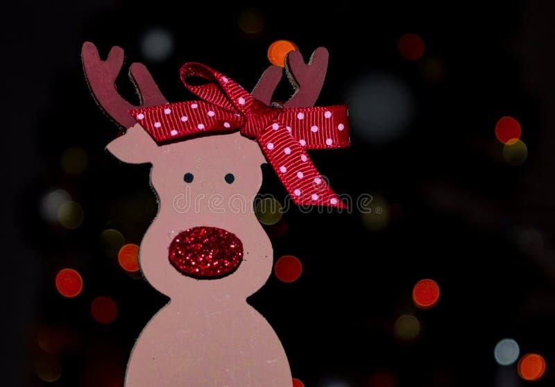Estátua da decoração das bonecas do Natal de Santa que ilumina o fundo isolado close up imagens de stock