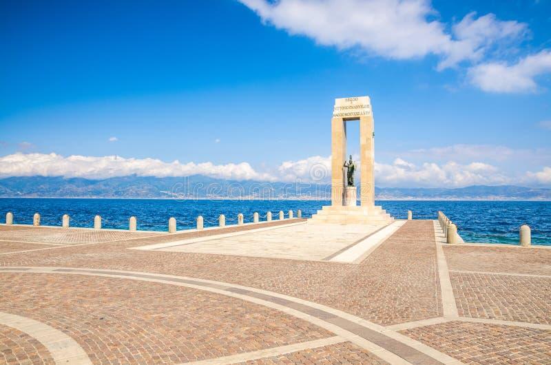Estátua da deusa de Athena, Reggio Di Calabria, Itália do sul imagens de stock