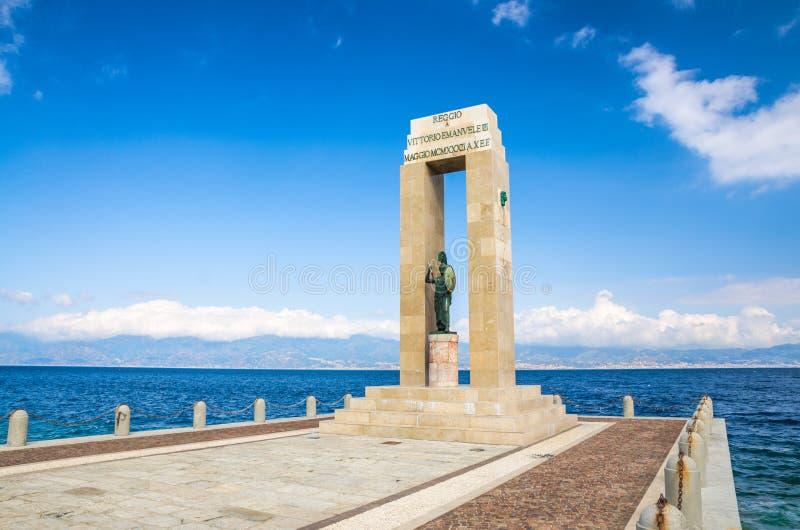 Estátua da deusa de Athena, Reggio Di Calabria, Itália do sul foto de stock