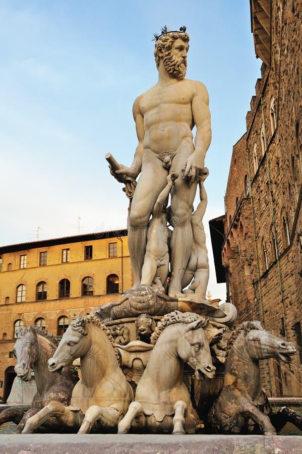Estátua da fonte de Netuno foto de stock