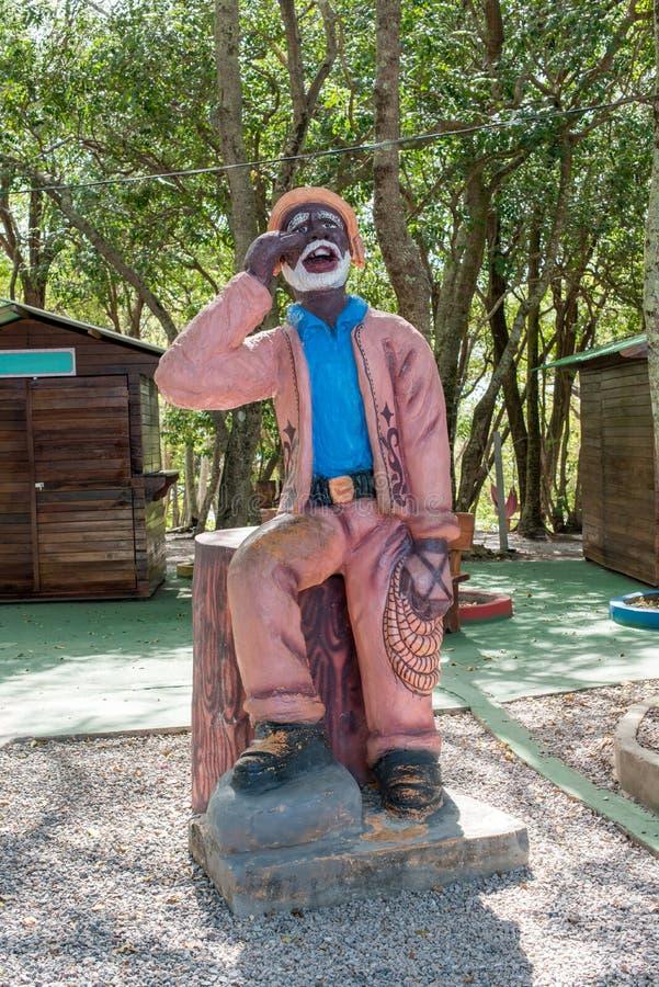 Estátua da gritaria do homem em um parque fotografia de stock