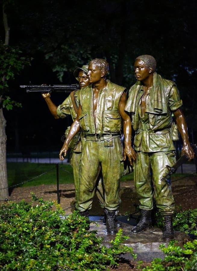 Estátua da guerra dos veteranos de Vietname - 3 soldados fotos de stock