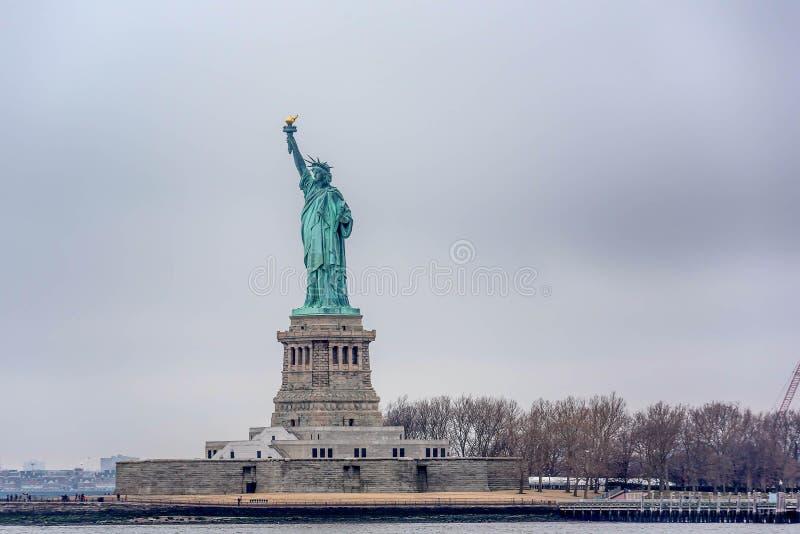 Estátua da liberdade do ferryboat, New York City imagens de stock