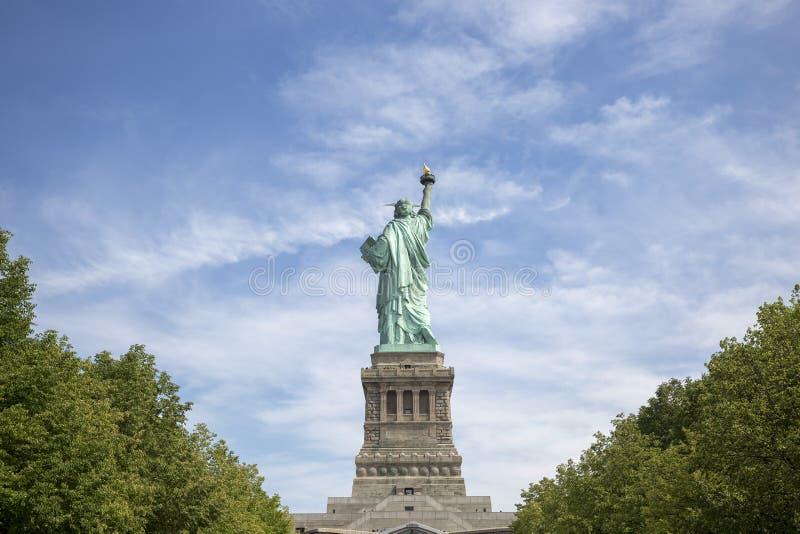 Estátua da liberdade em Liberty Island no porto de New York, em Manhattan, NY imagem de stock royalty free