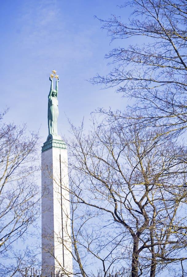 Estátua da liberdade em Riga, Letónia imagem de stock royalty free
