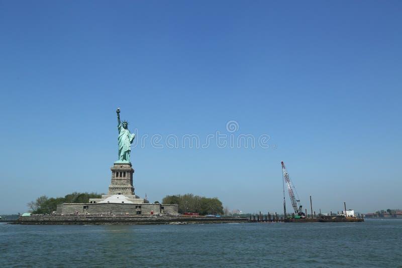 A estátua da liberdade fechado para o reparo após dano de Sandy do furacão imagem de stock royalty free