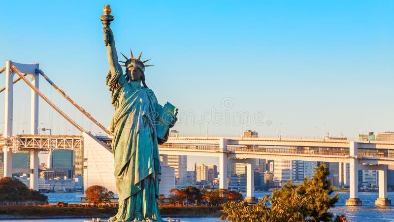Estátua da liberdade na área de Odaiba, Tóquio fotos de stock