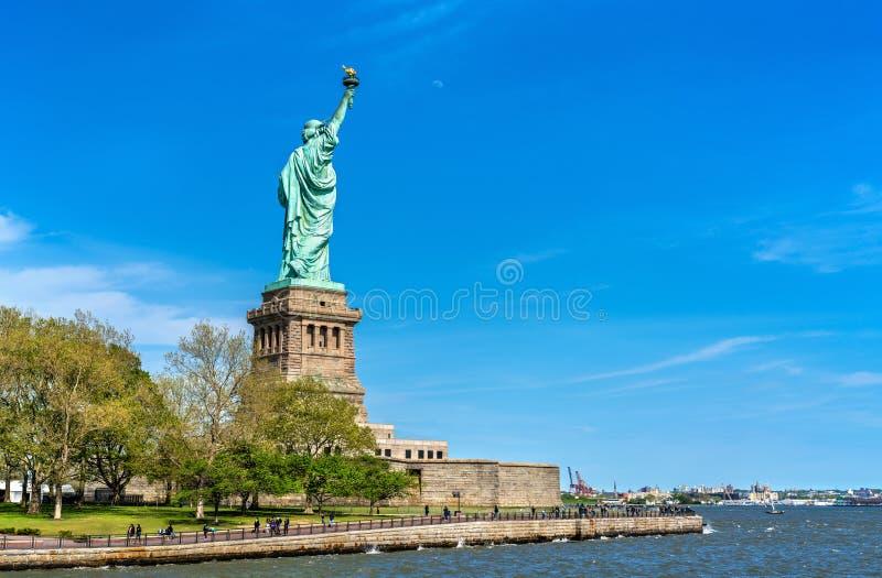 A estátua da liberdade na ilha da liberdade em New York City fotos de stock