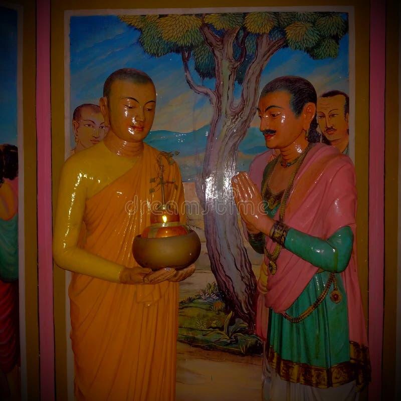 Estátua da monge budista e do rei foto de stock royalty free