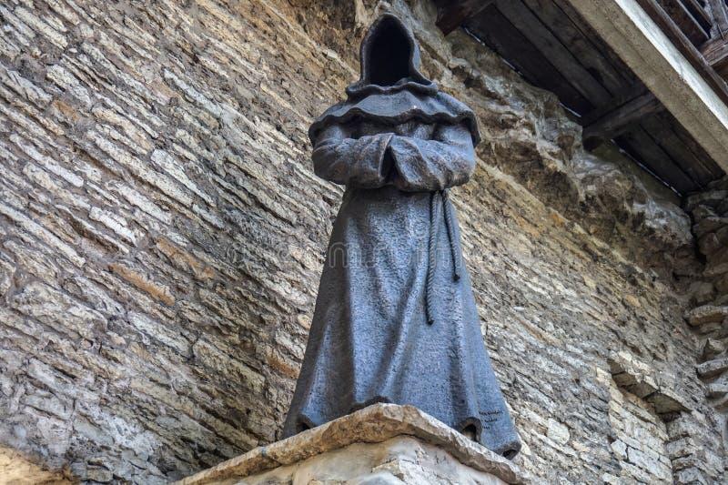 Estátua da monge de Tallinn Estônia imagem de stock royalty free