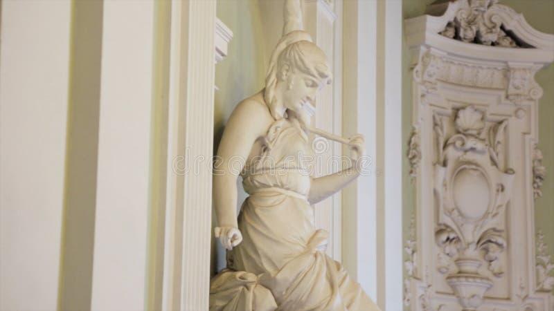 Estátua da mulher Cabeça de mármore branca da jovem mulher Artemis Cabeça de mármore branca da jovem mulher foto de stock