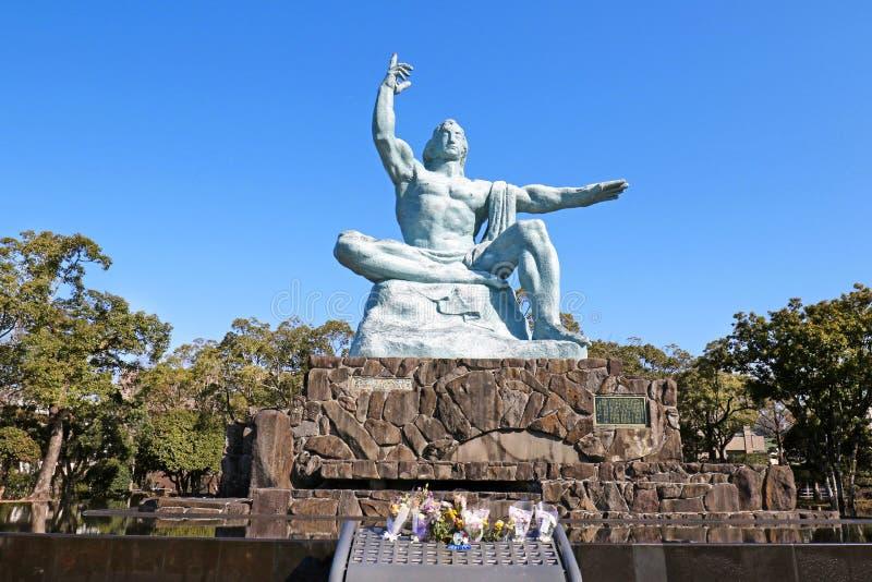 Estátua da paz de Nagasaki no parque da paz de Nagasaki, Japão imagens de stock royalty free