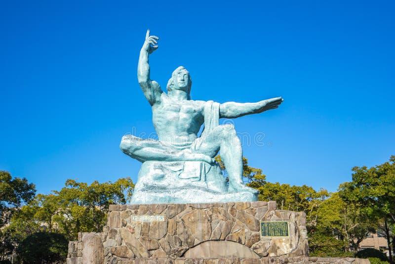 Estátua da paz do parque da paz de Nagasaki em Nagasaki, Japão imagem de stock royalty free
