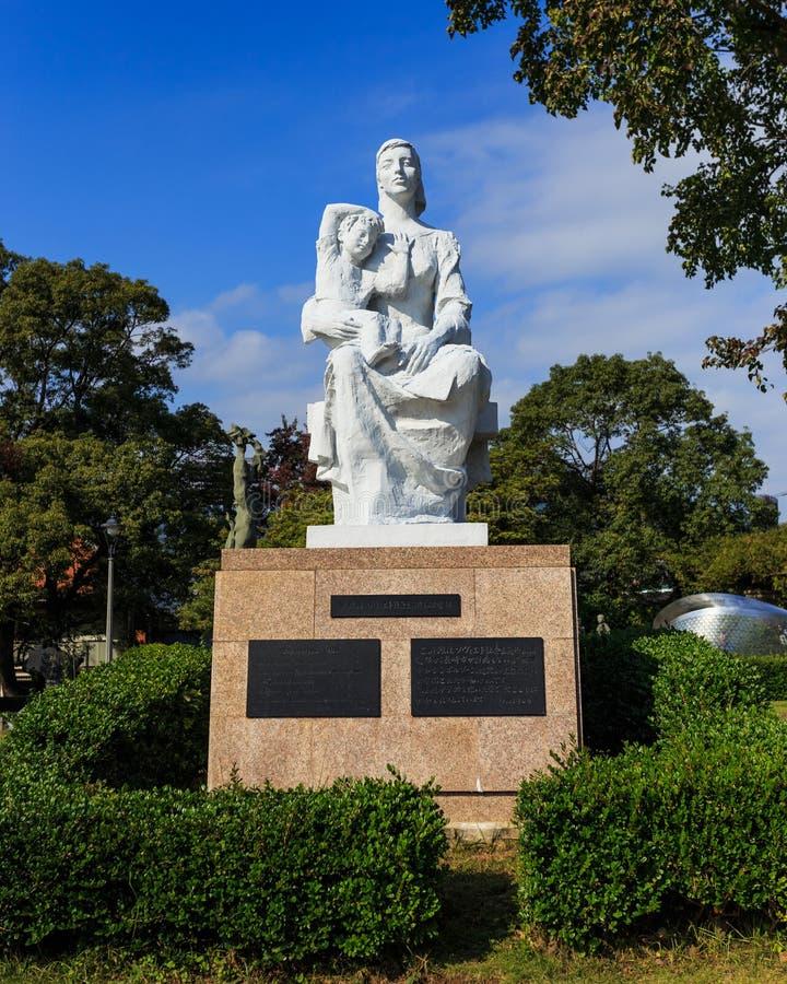 Estátua da paz no parque da paz de Nagasaki imagens de stock royalty free