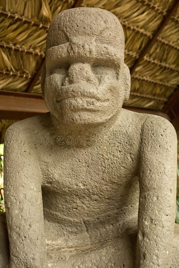 estátua da pedra do olmec do Pre-hispânico imagem de stock