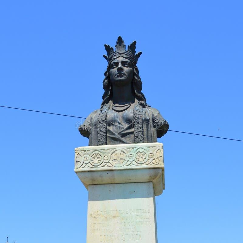 Estátua da rainha Doamna Stanca em Fagarasi, a Transilvânia fotografia de stock royalty free