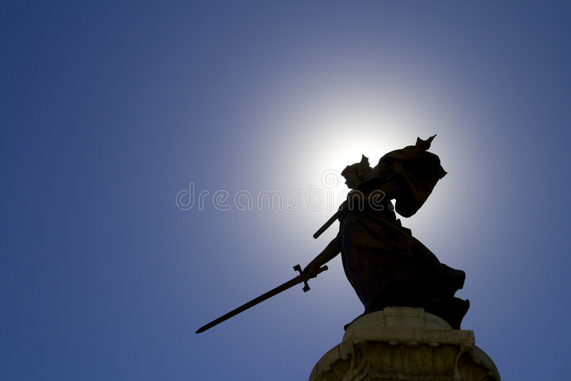 Estátua da senhora e céu azul imagens de stock royalty free