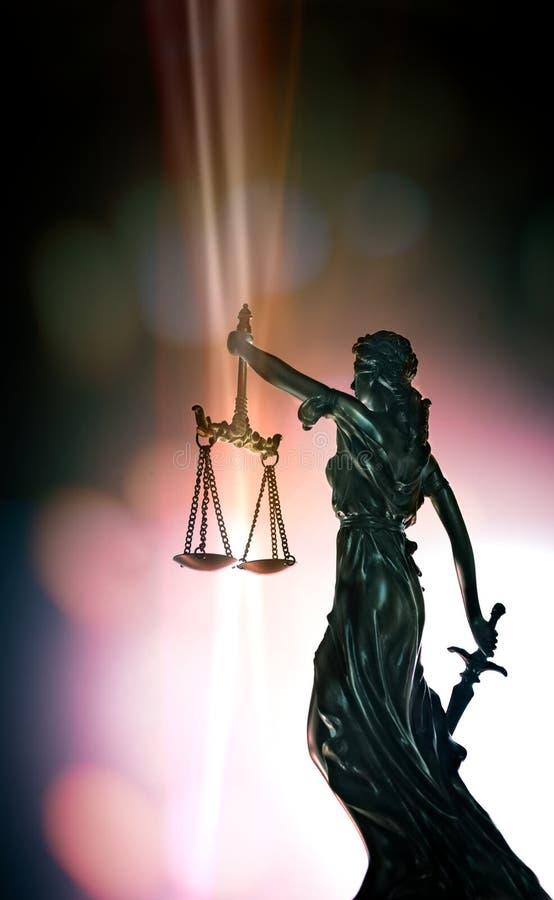 Estátua da senhora Justice - opinião de baixo ângulo imagem de stock