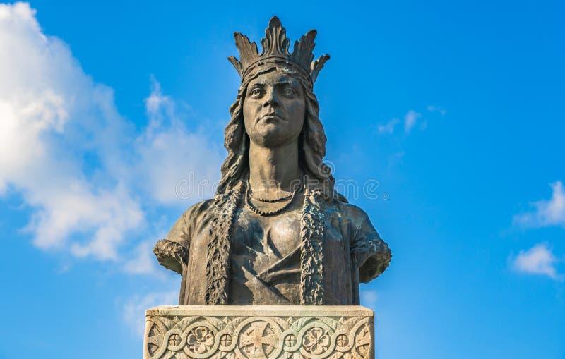 Estátua da senhora Stanca whive de Michael o corajoso em Fagaras, Romênia fotografia de stock
