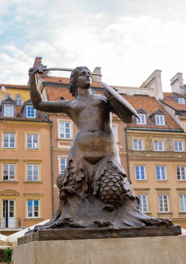 Estátua da sereia de Syrenka do símbolo da cidade de Varsóvia de Varsóvia em P imagem de stock royalty free