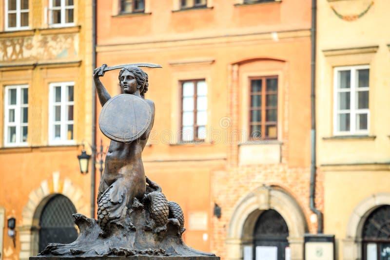 Estátua da sereia no centro da cidade de Varsóvia, Polônia imagem de stock
