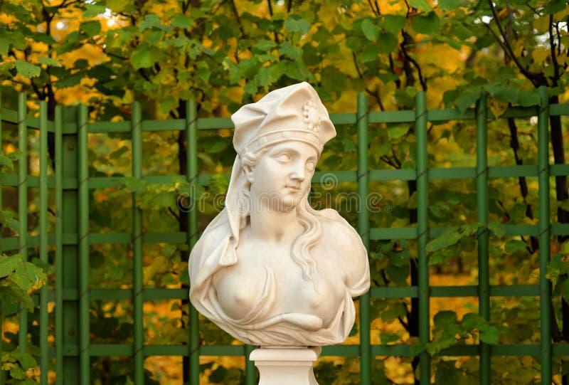 A estátua da sibila de Samian na noite foto de stock royalty free