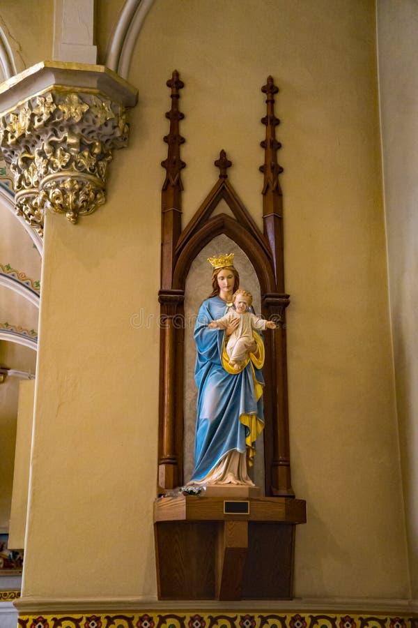 Estátua da Virgem Maria abençoada e da criança Jesus fotografia de stock royalty free