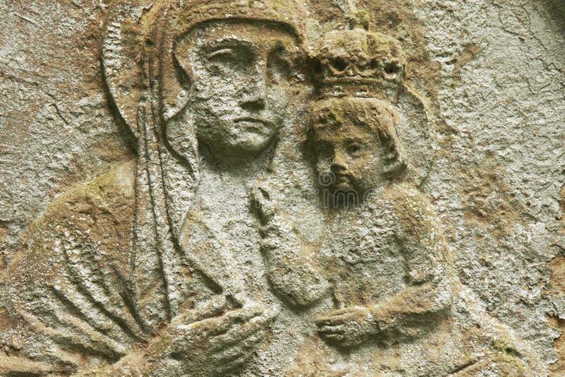 Estátua da Virgem Maria com o bebê Jesus Christ em seus braços fotos de stock royalty free