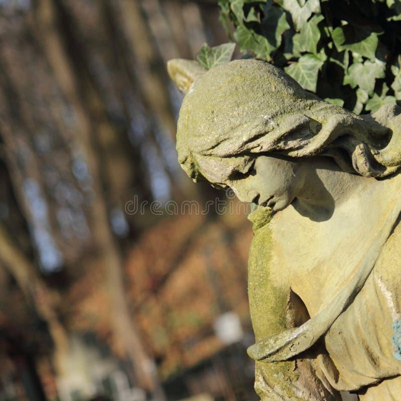 Estátua das mulheres no túmulo imagens de stock royalty free