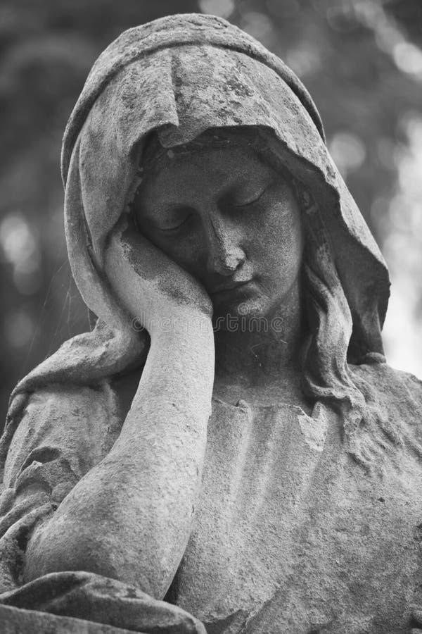 Estátua das mulheres no túmulo foto de stock royalty free