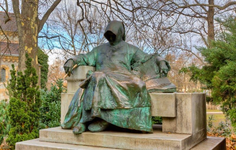 Estátua de anónimo, castelo de Vajdahunyad, Budapest fotografia de stock