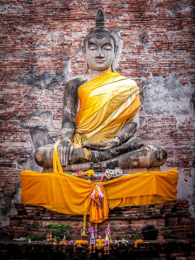 Estátua de assento da Buda fotografia de stock royalty free