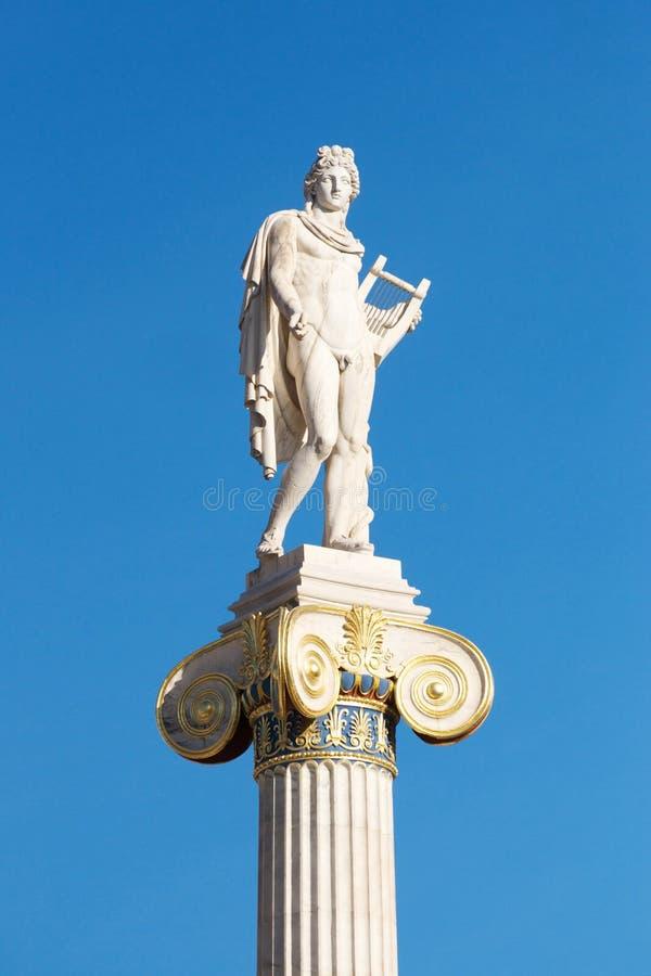 Estátua de Athena na frente da academia de Atenas foto de stock