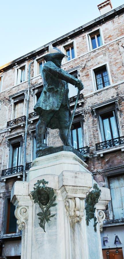 Estátua de bronze de Carlo Goldoni, Veneza, Itália imagens de stock royalty free