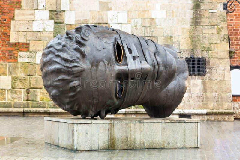 Estátua de bronze de Eros Bendato no quadrado principal de Krakow foto de stock royalty free