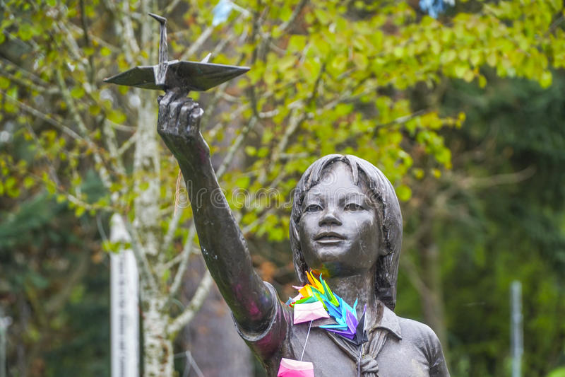 Estátua de bronze de Sadako Sasaki em Seattle - em SEATTLE/WASHINGTON - 11 de abril de 2017 imagem de stock royalty free