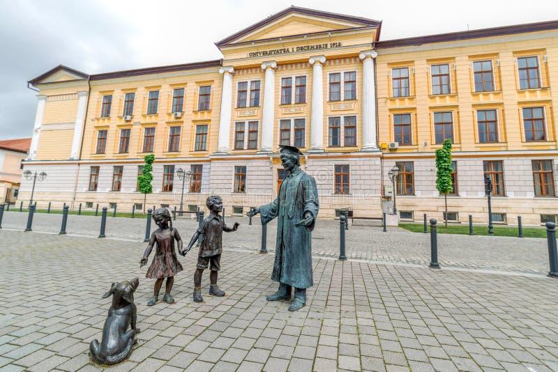 Estátua de bronze em Alba Iulia, Romênia imagens de stock