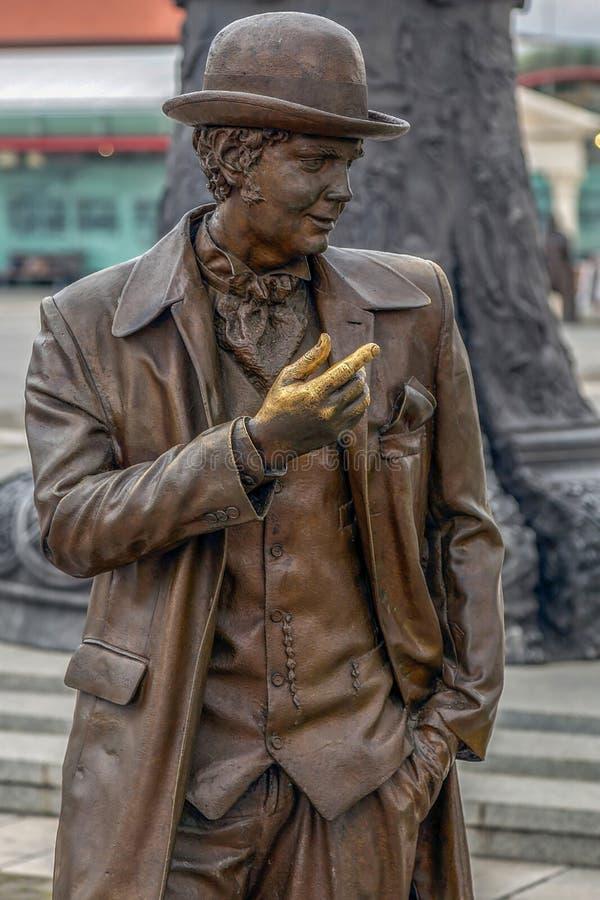 Estátua de bronze em Alba Iulia, Romênia fotos de stock