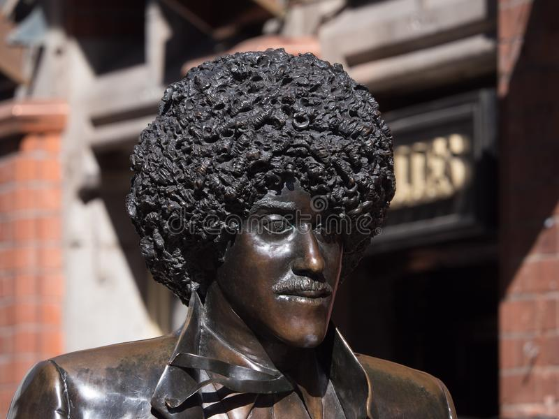 Estátua de bronze de Phil Lynott, do grupo Lizzy fino, na cidade de Dublin, Irlanda foto de stock royalty free