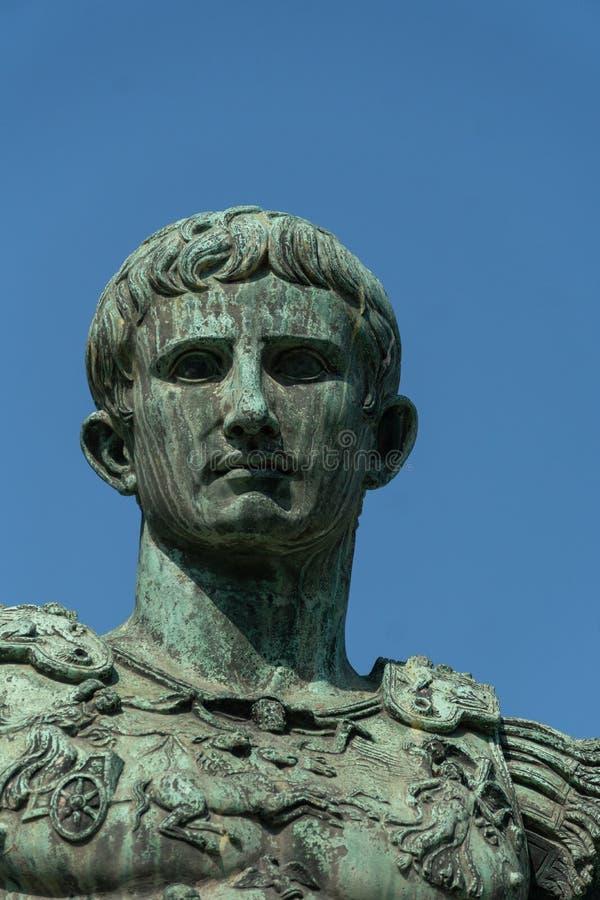 Estátua de bronze de Roman Emperor Augustus Caesar fotografia de stock