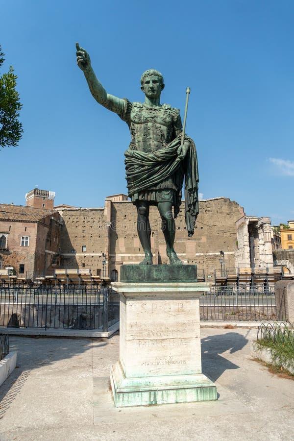 Estátua de bronze de Roman Emperor Augustus Caesar fotos de stock