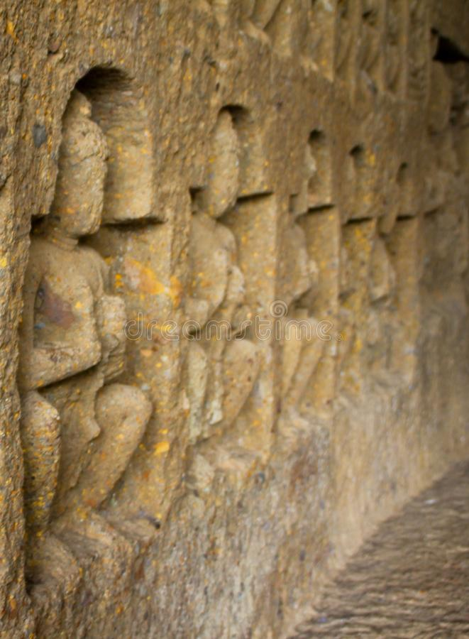 estátua de buddha cinzelada nas cavernas de mumbai india imagens de stock royalty free