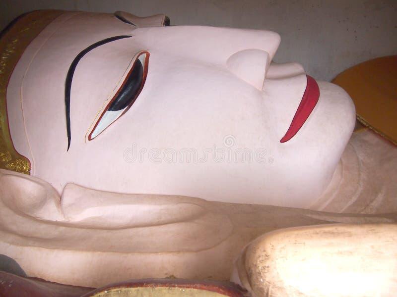 Estátua de buddha de reclinação no templo bagan, estátua de buddha, imagem de buddha, Myanmar fotografia de stock royalty free