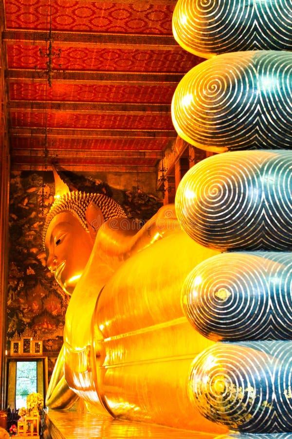 Estátua de Buddha de Wat Pho Tailândia fotos de stock royalty free