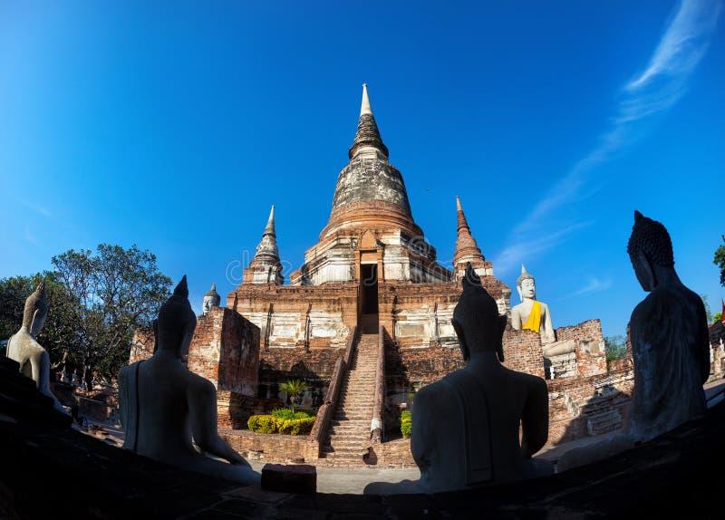 Estátua de Buddha em Tailândia imagem de stock royalty free