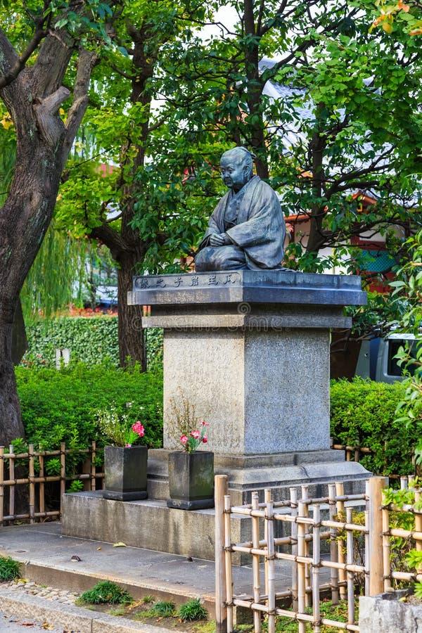 Estátua de caritativo famoso de Uryu Iwako quem ligação na mulher dos hospitais da construção do templo de Sensoji o templo famos fotos de stock