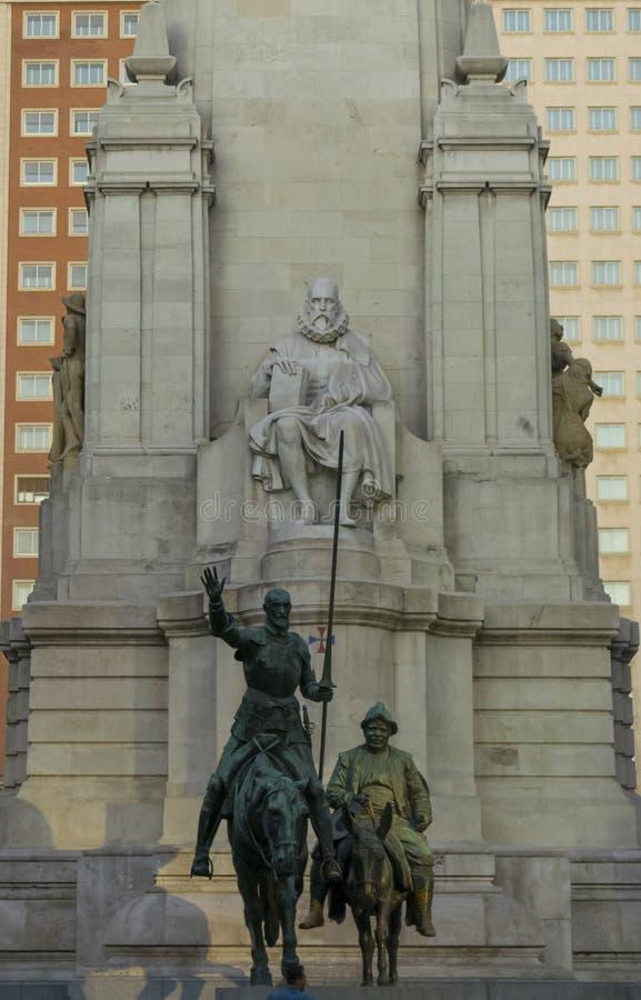 Estátua de Cervantes Saavedra no Madri fotografia de stock